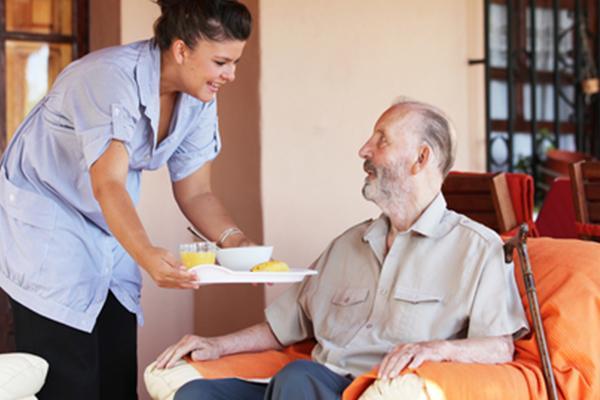 cuidado-de-mayores-e-internas